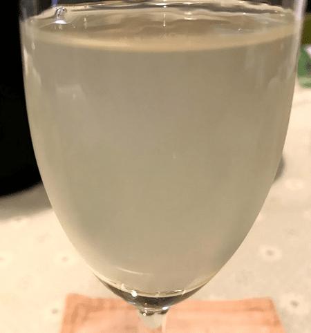 グラスに注いだ花陽浴 純米吟醸 無濾過生原酒
