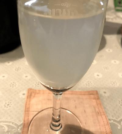グラスに注いだ「花陽浴 雄町純米吟醸生原酒おりがらみ」